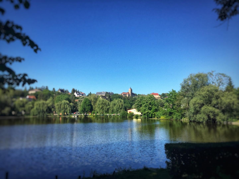 Blick vom Vorwerksteich auf Burg & Schloss Allstedt - Die Vorburg. Der erste Blick vom Vorwerkteich in Allstedt auf Burg & Schloß Allstedt. Beeindruckend. altehrwürdig.